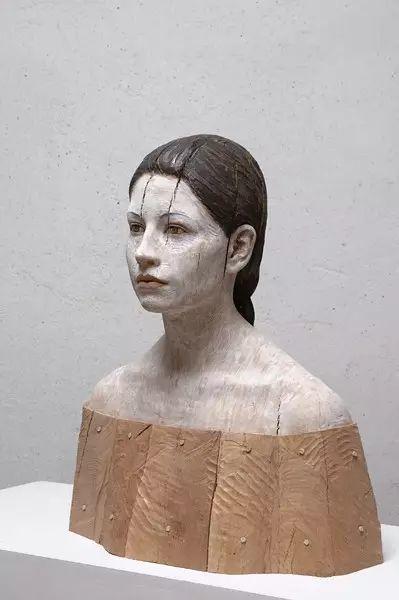 他硬把一桩桩木头弄成人体女神,惊艳世界,首次来中国就轰动美院插图44