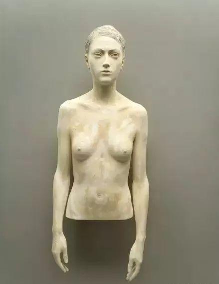 他硬把一桩桩木头弄成人体女神,惊艳世界,首次来中国就轰动美院插图54