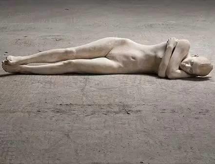 他硬把一桩桩木头弄成人体女神,惊艳世界,首次来中国就轰动美院插图57
