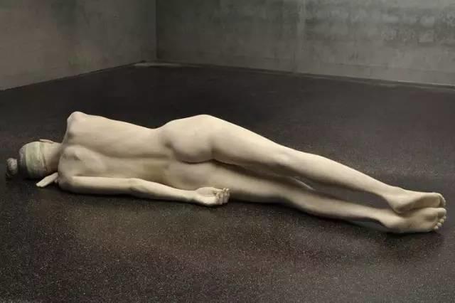 他硬把一桩桩木头弄成人体女神,惊艳世界,首次来中国就轰动美院插图60