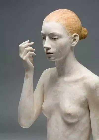 他硬把一桩桩木头弄成人体女神,惊艳世界,首次来中国就轰动美院插图63