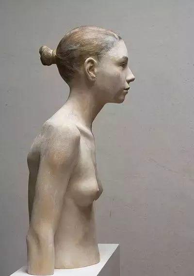 他硬把一桩桩木头弄成人体女神,惊艳世界,首次来中国就轰动美院插图65