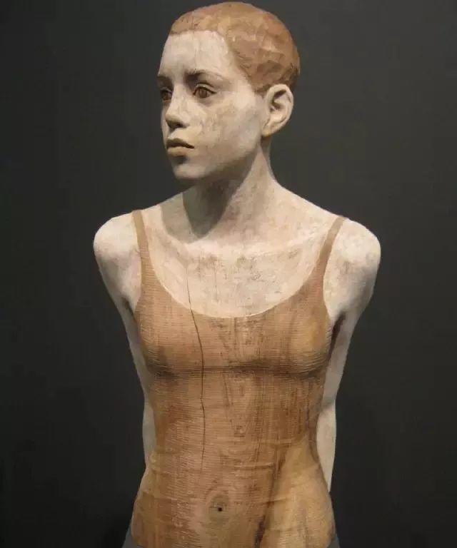 他硬把一桩桩木头弄成人体女神,惊艳世界,首次来中国就轰动美院插图83