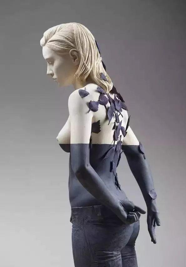他硬把一桩桩木头弄成人体女神,惊艳世界,首次来中国就轰动美院插图85
