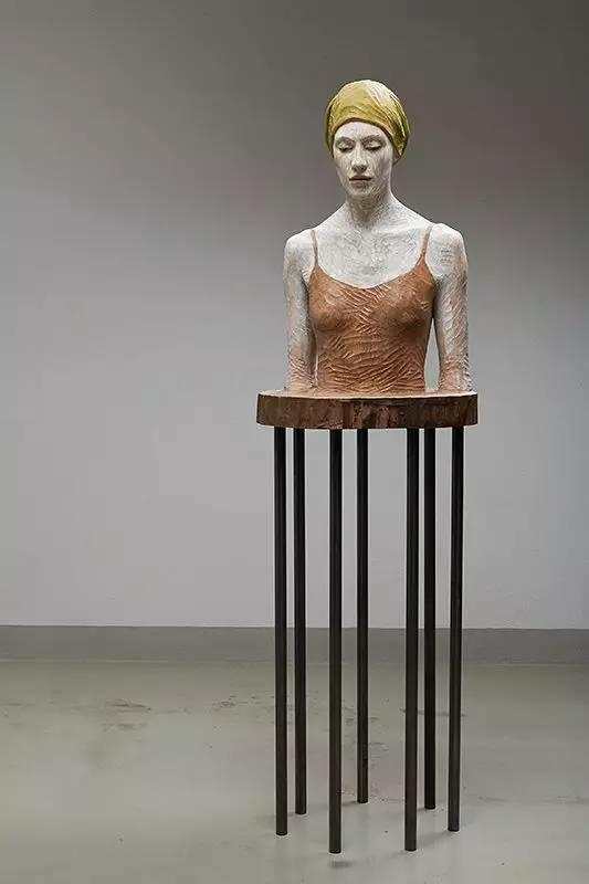 他硬把一桩桩木头弄成人体女神,惊艳世界,首次来中国就轰动美院插图96