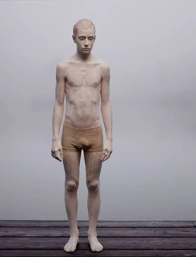 他硬把一桩桩木头弄成人体女神,惊艳世界,首次来中国就轰动美院插图102