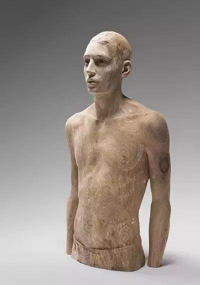他硬把一桩桩木头弄成人体女神,惊艳世界,首次来中国就轰动美院插图104