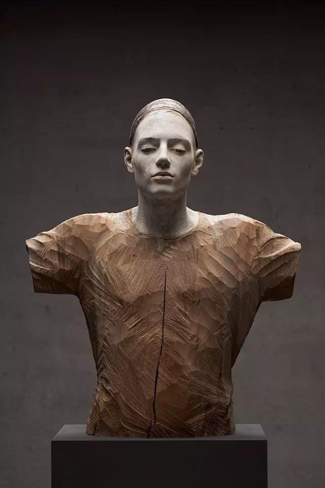 他硬把一桩桩木头弄成人体女神,惊艳世界,首次来中国就轰动美院插图105