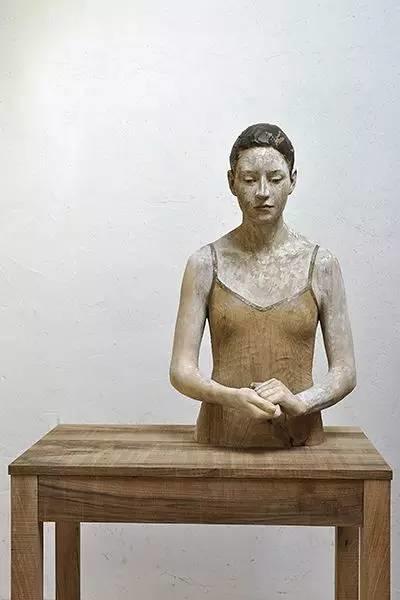 他硬把一桩桩木头弄成人体女神,惊艳世界,首次来中国就轰动美院插图106