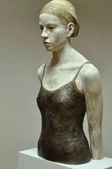 他硬把一桩桩木头弄成人体女神,惊艳世界,首次来中国就轰动美院插图107