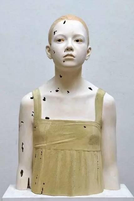 他硬把一桩桩木头弄成人体女神,惊艳世界,首次来中国就轰动美院插图108