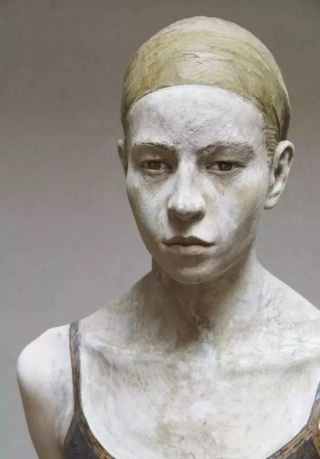 他硬把一桩桩木头弄成人体女神,惊艳世界,首次来中国就轰动美院插图114