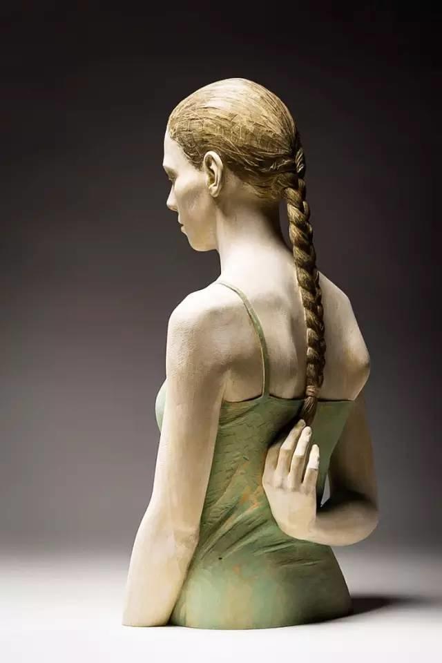 他硬把一桩桩木头弄成人体女神,惊艳世界,首次来中国就轰动美院插图124