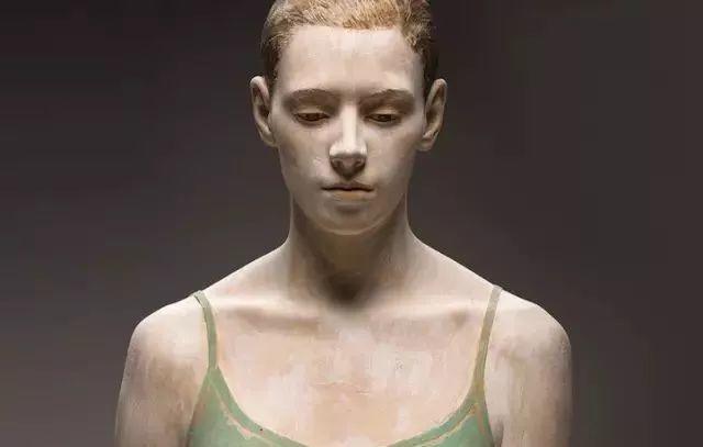 他硬把一桩桩木头弄成人体女神,惊艳世界,首次来中国就轰动美院插图126