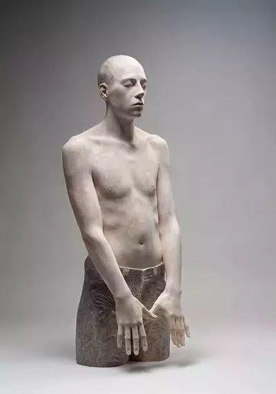 他硬把一桩桩木头弄成人体女神,惊艳世界,首次来中国就轰动美院插图130