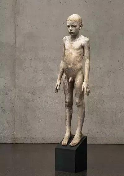 他硬把一桩桩木头弄成人体女神,惊艳世界,首次来中国就轰动美院插图139