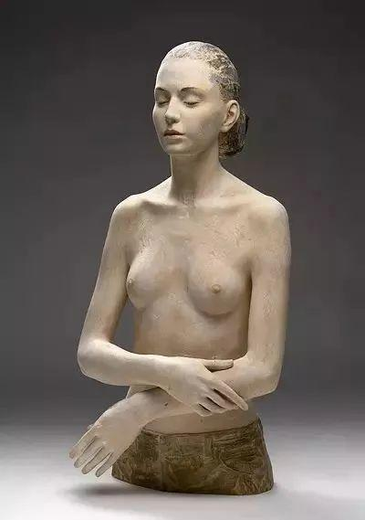 他硬把一桩桩木头弄成人体女神,惊艳世界,首次来中国就轰动美院插图149