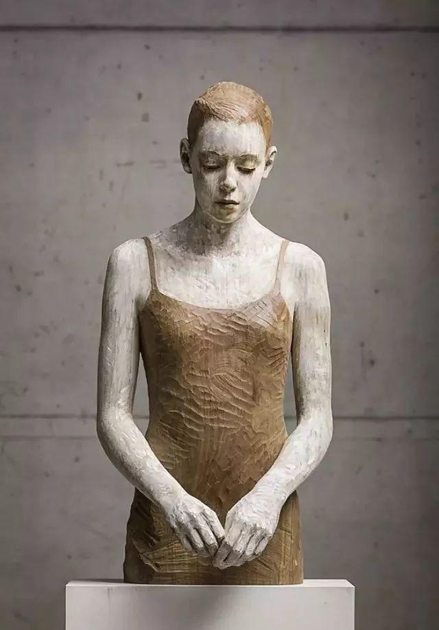 他硬把一桩桩木头弄成人体女神,惊艳世界,首次来中国就轰动美院插图151