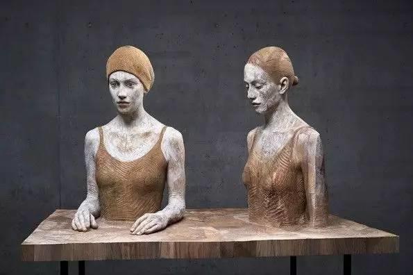 他硬把一桩桩木头弄成人体女神,惊艳世界,首次来中国就轰动美院插图153