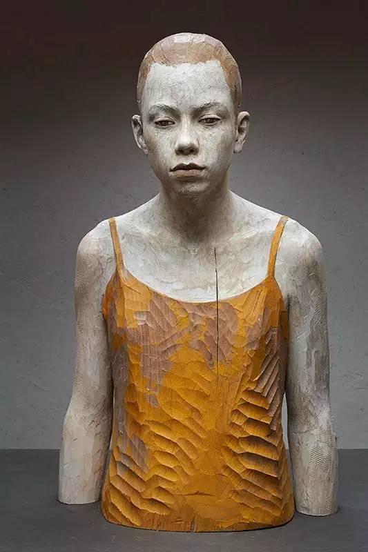 他硬把一桩桩木头弄成人体女神,惊艳世界,首次来中国就轰动美院插图156