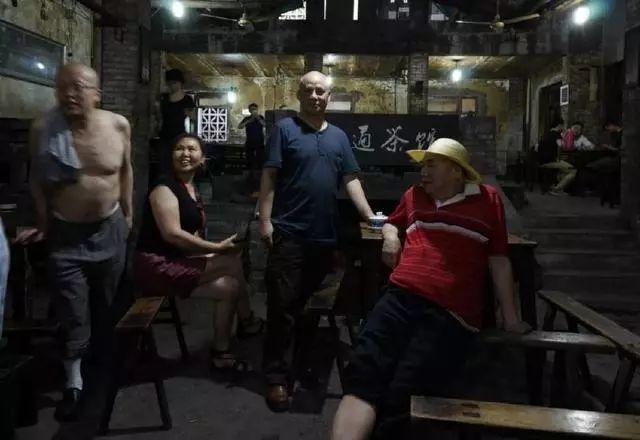 他画了20年,把重庆最破的茶馆画成了最火的网红店插图13