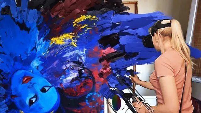 """她在空中随意""""乱画"""",就能震惊卢浮宫,登上TED?这种作画方式也太炫酷了吧!插图13"""