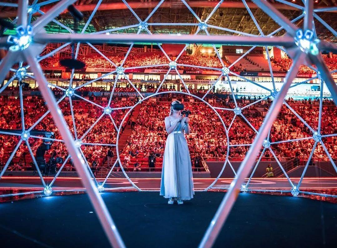 """她在空中随意""""乱画"""",就能震惊卢浮宫,登上TED?这种作画方式也太炫酷了吧!插图29"""