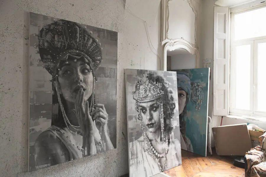 通过肖像探索孤独的概念,大型肖像画!插图12