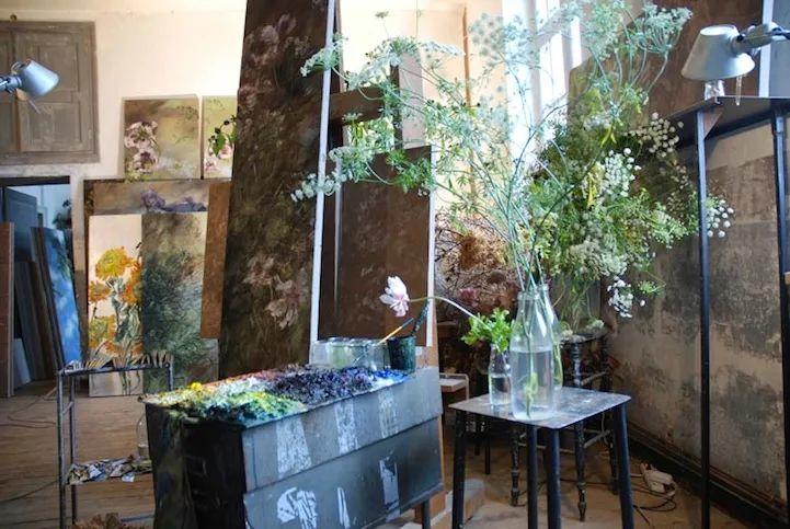 与花为邻,与草木为伍,她的画室充满大自然的灵气插图9