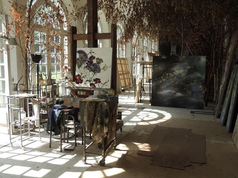 与花为邻,与草木为伍,她的画室充满大自然的灵气插图15