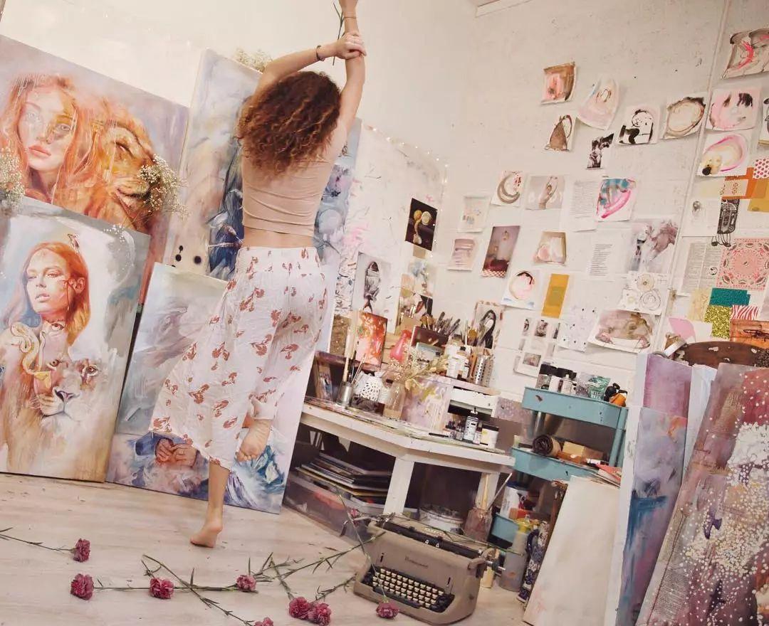 她没上过美院,画作却被世界各地的收藏家争相收藏,16岁卖画赚100万插图14