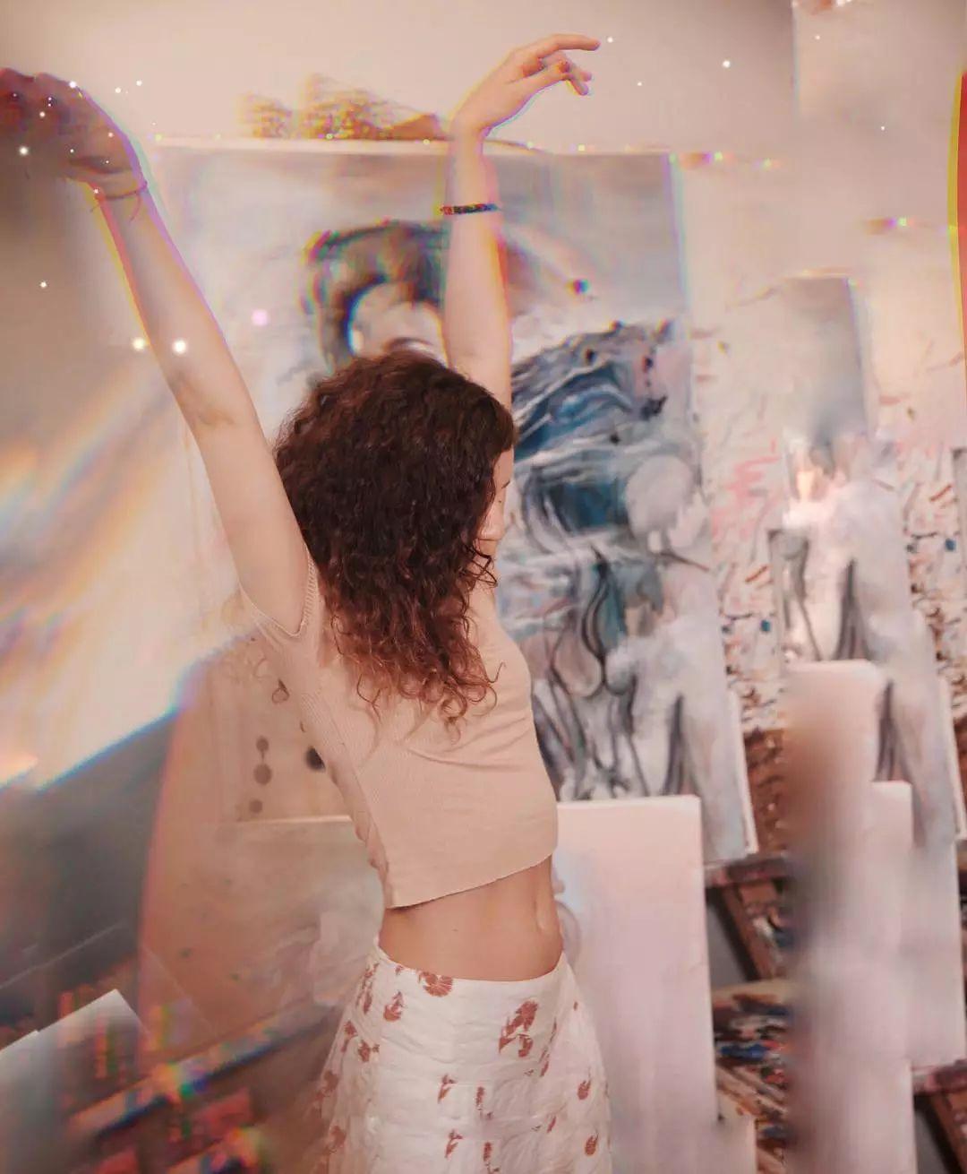 她没上过美院,画作却被世界各地的收藏家争相收藏,16岁卖画赚100万插图19