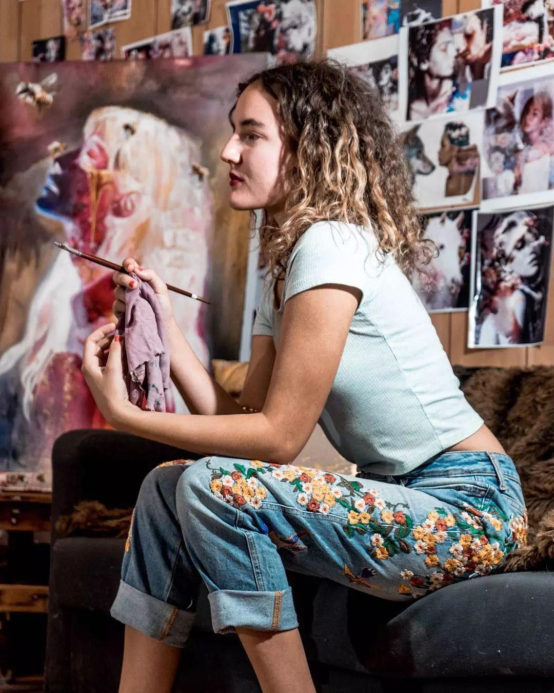 她没上过美院,画作却被世界各地的收藏家争相收藏,16岁卖画赚100万插图60