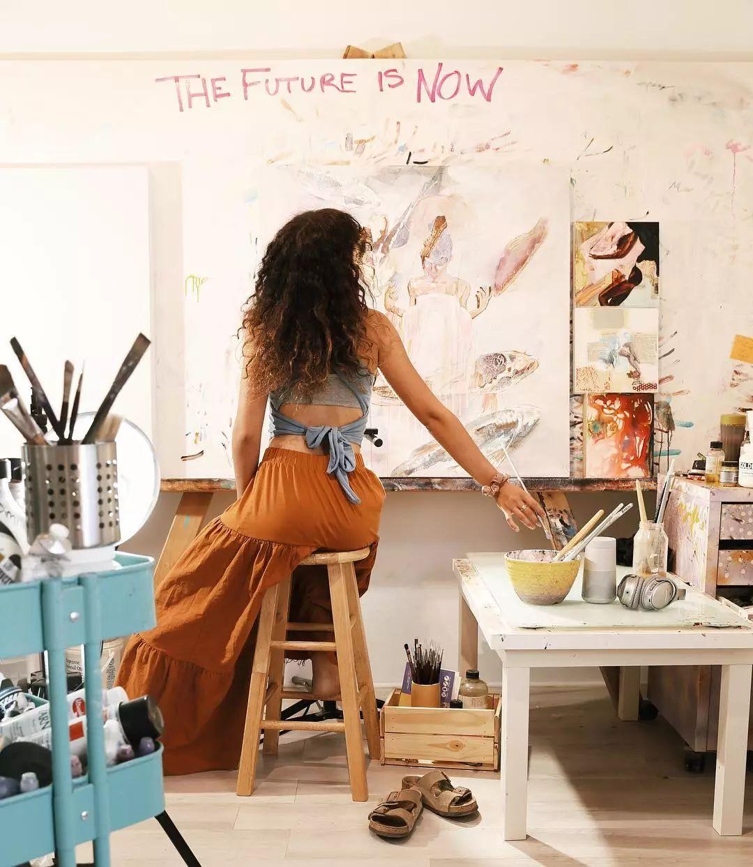她没上过美院,画作却被世界各地的收藏家争相收藏,16岁卖画赚100万插图70
