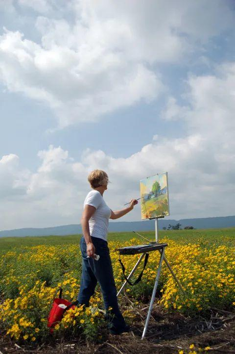 一个人可以用一生的时间去追求绘画,她44岁开始了画画!插图2