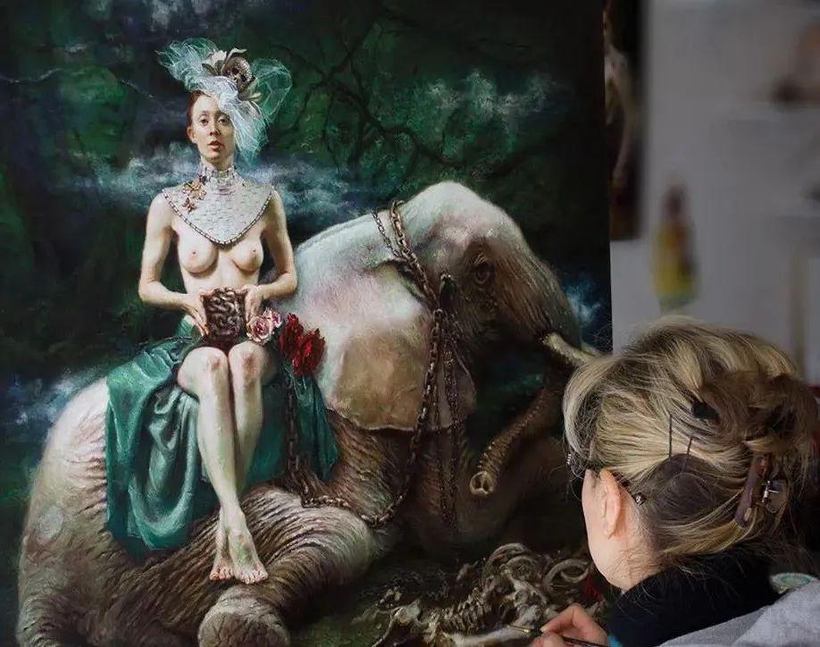 美女画家笔下富有感染力、戏剧性的唯美油画!插图11